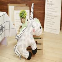 ingrosso cuscini coreani-Cuscino giocattolo peluche unicorno arcobaleno per il comfort lenisce il cuscino della neonata addormentata adorabile decorazione della stanza dei bambini coreani