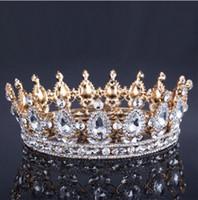 altın düğün taç tiaraları toptan satış-Lüks Vintage Altın Düğün Taç Alaşım Gelin Tiara Barok Kraliçe Kral Taç altın renk rhinestone tiara taç