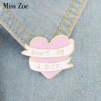 rosa herzknöpfe großhandel-Fräulein Zoe Rosa Herz weißes Band Emaille Pin Quote Broschen für Beutel-Kleidung-Revers-Knopf-Abzeichen-Karikatur Schmuck-Geschenk für Freunde