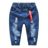 ingrosso bambini strappati di jeans-Ragazzi jeans bambini buco rotto pantaloni moda vita elastica strappato jeans per ragazzi ragazze pantaloni denim abbigliamento casual per bambini