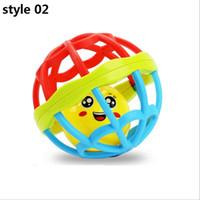 lustige baby-rasseln großhandel-Beißring Rassel Spielzeug entwickeln Baby Intelligenz Kunststoff Ball lustige pädagogische Handys Spielzeug Weihnachten Geburtstag Geschenke