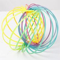 kunststoff-armbänder großhandel-Kinder Kunststoff Hoop Dekompression Spielzeug Regenbogen Kreis Flow Ring Arm Slinky Armband Muster Toroflux Magic Armband Flowtoy 4 5bq W