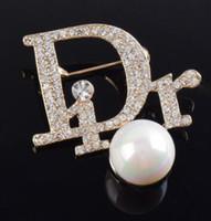 korsaj tasarımları toptan satış-Toptan Marka Mektuplar Broşlar Hollow Tasarım Korsaj Yaka Iğneler Kadınlar Için Altın Gümüş Kaplama Broş Pin Kız Suit Gömlek Aksesuar 002