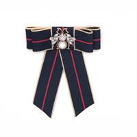 rhinestone moda para roupas venda por atacado-Acessórios de vestuário de moda borboleta pin com pérola e strass bow tie listras mulheres retro broches 3 cores atacado