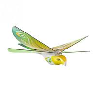 fernvögel großhandel-RC Flying Bird 2,4 GHz Fernbedienung E-Bird Fliegen Vögel Elektronische Mini RC Vögel