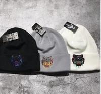 düz kışlık şapka toptan satış-Kaplan kafası Beanie Kış Şapka Katı Şapka Kadın Unisex Düz Sıcak Yumuşak kadın Şerit Skullies Erkekler Kadınlar için Beanies Örme Touca Gorro ...
