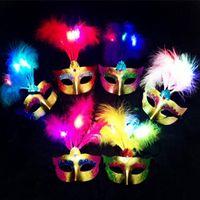 ingrosso maschere di piuma fatte a mano-LED Light Feather Party Mask Handmade Masquerade veneziana Dance Party maschere Novità Incantevole maschere di Natale Halloween Feather Mask