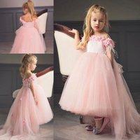 pembe elbiseli bebek kızı toptan satış-Pembe Yüksek Düşük Prenses Çiçek Kız Elbise Düğün Kapalı Omuz Için Flora Aplikler Tül Sweep Tren Kızlar Pageant Törenlerinde Bebek Resmi Giymek
