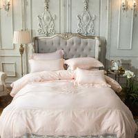 hojas de satén rosa claro al por mayor-Conjuntos de ropa de cama de satén 4 unids corte europeo encaje rosa ropa de cama bordado coon 60 s funda nórdica color sólido sábanas drap de lit
