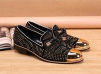 zapatos para hombre con tachuelas de oro al por mayor-Promoción nueva moda casual zapatos formales para hombres negro borla de cuero genuino hombres zapatos de boda oro metálico para hombres mocasines tachonado HX15