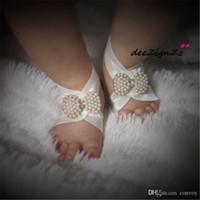 bébé pieds élastiques achat en gros de-Nouveau bébé sandales aux pieds nus Simulated Pearl bowknot fleur de pied Nouveau-né Bébé filles Foot Band chaussures de fille élastique KFA28