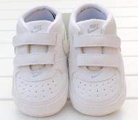 primeiro sapatos venda por atacado-Sapatos de bebê Recém-nascidos Meninos Meninas Padrão de Estrela Do Coração Primeiros Caminhantes Crianças Crianças Lace Up PU Sneakers 11 CM-12 CM-13 Presente