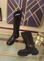 cargadores calientes de la manera del invierno de las mujeres al por mayor-Hot Luxury Top Brand Womens Winter Boots Botas de moto Moda cuero de vaca Negro tacón bajo Diseñador Invierno Cálido hebilla botas hasta la rodilla tamaño 34-40