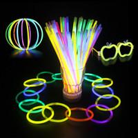 neon-stick lichter großhandel-20 cm Multi Farbe Heißer Knicklicht Armband Halsketten Neon Party LED Blinklicht Stick Zauberstab Neuheit Spielzeug LED Gesangskonzert LED Flash Sticks
