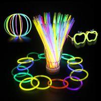 luces de neón al por mayor-20cm Multi Color Hot Glow Stick Pulsera Collares Fiesta de neón LED Luz intermitente Varita Varita Juguete Novedad LED Concierto vocal LED Flash Sticks