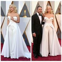 oscar moda elbiseleri toptan satış-2018 Yeni Moda 88th Oscar Lady Gaga Ünlü Elbiseleri Beyaz Sevgiliye Sassy Elbiseler Pantolon Saten Seksi Kırmızı Halı Gelinlik Modelleri
