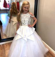 elbise mücevherleri için kayış toptan satış-Zarif Saf Beyaz Boncuklu Kristaller Kız Pageant Elbiseler 2019 Peplum Çocuklar Örgün Törenlerinde ile Jewel Boyun Sapanlar Parti Kı ...