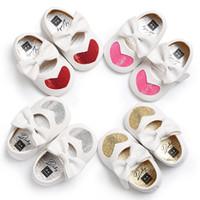 кроссовки для девочек оптовых-Смешайте 4 цвета новорожденных девочек бабочка-узел искусственная кожа Принцесса платье младенческой малыша мягкая любовь Сердце обувь Prewalker кроссовки обувь