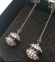 серьги с бриллиантами оптовых-Лучшие продажи нового дизайнера полный алмазный кулон кисточкой серьги алфавит серьги клип дамы ювелирные изделия подарок модные аксессуары