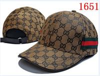 Cappello da baseball di design di lusso per donne e uomini Snapback di  marca Berretto da baseball Fashion Sport football designer Cappello 3  colori bel ... 04fcc3227b02