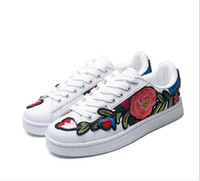 Wholesale 3d Flower Lace Fabric - Luxury New Men Women Low Top Casual Skate Shoes Fashion Designer Flower rose 3D Embroidery Sneakers 3 Color Flats Free Shipping