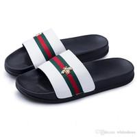 sandales de plage chaussures pour hommes achat en gros de-Marque de luxe Little Bee Designer Hommes D'été En Caoutchouc Sandales Plage Diapositive De Mode Scuffs Pantoufles Chaussures D'intérieur 8717