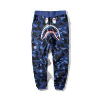 pantalones de camuflaje morado al por mayor-Otoño Invierno Lover's Shark Cotton Red Purple Blue Camo Causal Pantalones Hombre Casual Camuflaje Skateboard Hip Hop Loose Streetpants