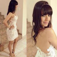 dantel balo elbise kılıf beyaz backless toptan satış-Yeni Ucuz Sheer Backless Küçük Beyaz Kokteyl Elbiseleri Kılıf Dantel Aplike Kısa Mezuniyet Elbiseleri Vestido Formatura Curto Gelinlik Modelleri