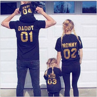 kıyafetler sıralama toptan satış-Komik Aile Eşleştirme Kıyafetler Siyah Altın Baba Anne Çocuk Bebek Sıralama Numarası Pamuk Kısa kollu Tişört Ilginç Sıcak Aile Giyim
