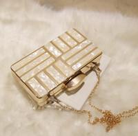 frauen-metallketten großhandel-Fabrik marke damen tasche Japan Korea trend platz frauen handtasche persönlichkeit acryl frauen bankett mode Metall Damen kette tasche