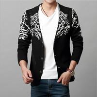 moda coreana chaqueta de hombre invierno al por mayor-Caliente Nuevo otoño e invierno chaqueta de punto de punto jacquard para hombre chaqueta de pico con cuello en V ambiente de moda suéter