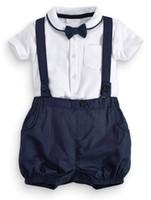 pieza traje pajarita blanco al por mayor-Boy Rompers Suit Boys camiseta blanca + pantalones con correa + pajarita 3 piezas traje de boda fiesta para niño bebé