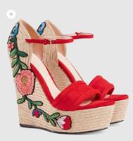 sandálias de dedo do pé aberto venda por atacado-Moda Open Toe Sky-Heel Mulheres Sandálias de Verão Buckle Strap Plataformas Bordadas Flor Cunhas Saltos Grossos Bombas T-Show