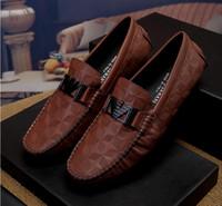 zapatos de boda suaves al por mayor-Lujo, cuero de los hombres en relieve. Zapatos casuales, marca de moda popular, zapatos de boda de fiesta casual con suela suave, serie de cuero de capa superior de G6.53