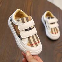 ingrosso scarpe bianche chiuse-Scarpe bambina bambino Grid Scarpe autunnali primavera autunno Hook Loop Scarpe casual per bambini mocassini ragazzi sport nero bianco