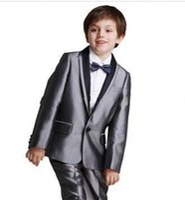jungen grauen anzug großhandel-Neuheiten One Button Silber Grau Schal Revers Jungen Formelle Kleidung Anlass Kinder Smoking Hochzeit Anzüge (Jacke + Pants + Tie) 615