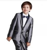 smoking gris enfants achat en gros de-Nouveautés Un bouton gris argenté châle de revers col châle Boys Occasion enfants Tuxedos costumes de fête de mariage (veste + pantalon + cravate) 615
