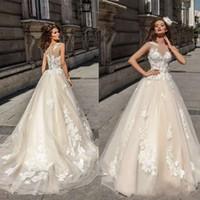 vestidos de verano champagne al por mayor-Los más nuevos Champagne Wedding Dresses 2018 Cubierto Botón Ilusión Blusa de Encaje Apliques Tulle Vestidos de Novia Barato Verano Playa Vestidos