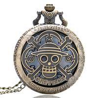 relógio de bolso de uma peça venda por atacado-Vintage Bronze Oco Crânio Padrão One Piece Tema Relógio de Bolso para Homens Mulheres Crianças Relógio de Quartzo Colar de Presente
