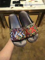 Wholesale beach retail - slide sandals slippers for men  women with retail box 2018 Designer printing leather unisex beach flip flops slipper