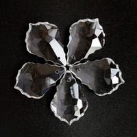 lustre cristal lâmpada partes venda por atacado-20 pcs de Cristais de Chumbo Claro Cristais Lustre Lâmpada Prismas Peças Penduradas Maple Leaf Pingente Acessórios de Iluminação Decoração
