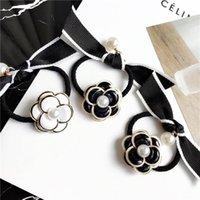 cercle de perles de décoration achat en gros de-Nouvelle Mode Camélia Perle Arc Mme Cercle De Cheveux Parti Décoration Tiara Noir et Blanc Camélia Bande De Cheveux Cadeaux De Vacances
