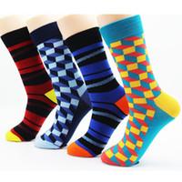 calcetines invierno calidad hombre al por mayor-Calcetines coloridos de alta calidad de los hombres de invierno, raya de algodón, calcetines de vestir de alta calidad para hombre, monopatín (4 pares)
