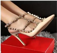 ingrosso tacchi giallo in raso-donne sandali tacchi alti scarpe da sposa in pelle verniciata rivetti sandali donne scarpe con borchie con borchie scarpe con tacco alto scarpe + logo + scatola