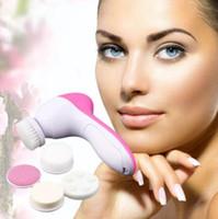 mini máquina limpia cara al por mayor-5 en 1 Lavadora eléctrica Máquina facial Facial Limpiador de poros faciales Masaje de limpieza Mini Piel Belleza Masajeador Facial Cepillo limpio CCA10581 30 unids