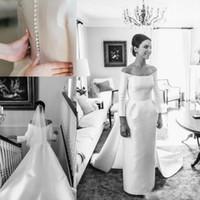 mantel hochzeitskleid ärmel bedeckt großhandel-Vintage Langarm Brautkleider Brautkleider Schulterfrei Satin Zug Falten Mantel Strand Formelle Brautkleid Zurück Abgedeckten Knopf Kleid