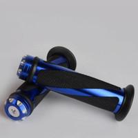 puños azules del manillar al por mayor-Nuevo azul aluminio granulado caucho manillar de motocicleta empuñaduras de mano 7/8