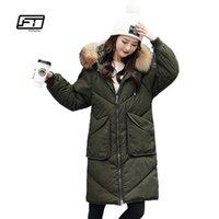 chaqueta militar mujer blanca al por mayor-Chaqueta de abrigo de invierno Fitaylor Abrigo con capucha 90% Pato blanco Abajo Parkas Cuello de piel de mapache genuino suelto cálido abrigo militar