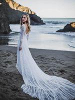 novos vestidos estilo romântico venda por atacado-Juiet manga comprida aberta de volta vestidos de casamento do laço estilo boêmio colher Long Train Romantic Country Beach vestidos de noiva Custom Made New Arrival