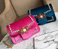 kore yeni varış poşeti toptan satış-Çanta çanta deri yeni varış Kore moda kadife Taklidi arı tasarımcı zincir çanta çapraz vücut